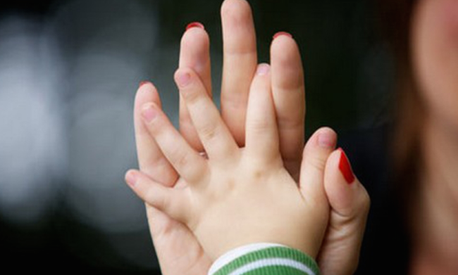 mom-and-baby-hands