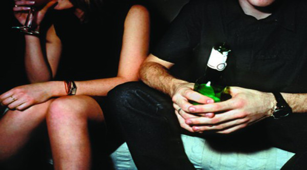 guy-and-girl-drinking