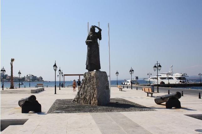 the_statue_of_Laskarina_Spetses_Island