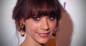 "Rashida Jones Talks Bluntly About The ""Pornification Of Pop Culture"""