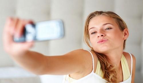 teen-girl-selfie