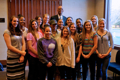 Kareem-Abdul-Jabbar-girls-basketball-team