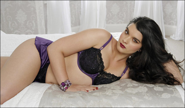 Plus Size Model Crystal Renn Wants Us To Question All Beauty Standards