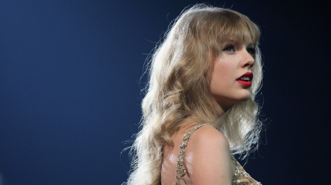 Thanks To Lena Dunham, Taylor Swift Now Calls Herself A Feminist
