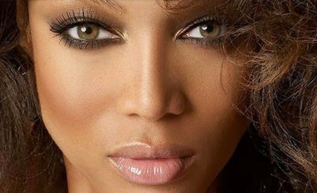 Tyra banks uses racism to shut down homophobic issue on antm for Top mobel