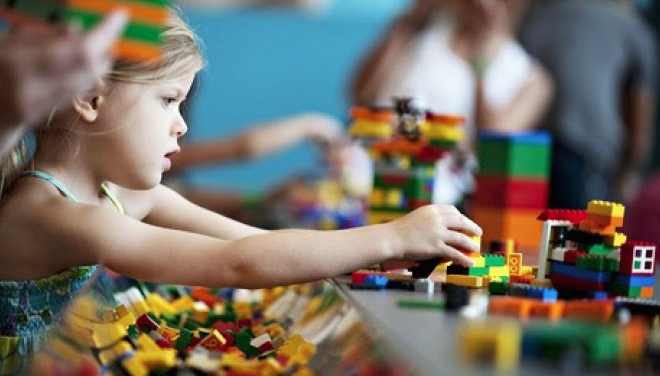 girl-playing-with-legos