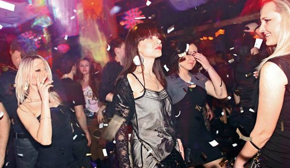 women-nightclubs