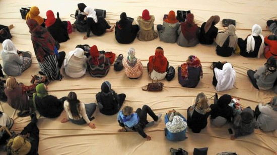 Muslim-women-praying
