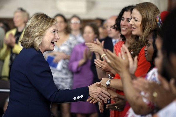 hillary-clinton-greeting-women