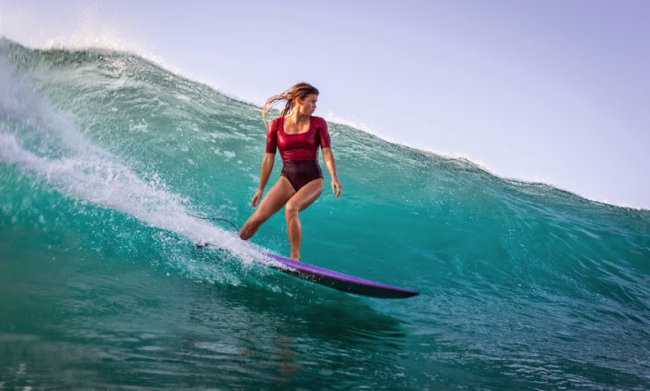 "Surfer Leah Dawson Says Being Told She Surfs ""Like A Woman"" Is A ..."