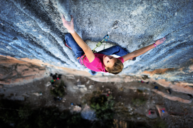 Sasha-DiGiulian-rock-climbing