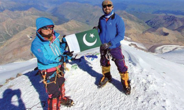 samina-baig-mt-everest