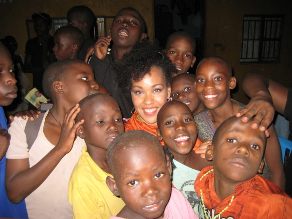maya-azucena-and-kids