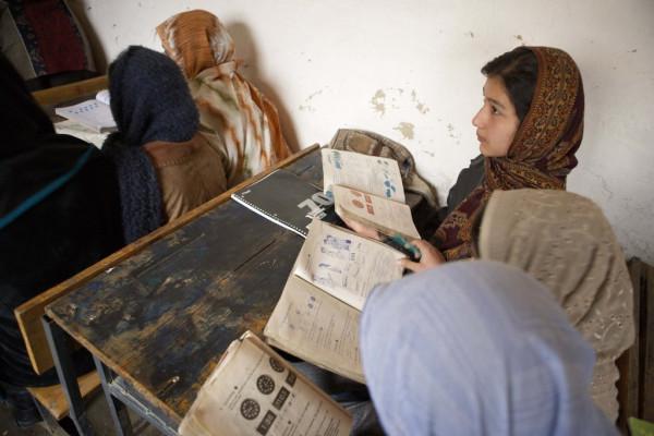 afghan-girls-writing