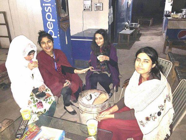 girls-at-dhabas