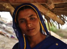 """Pakistan's """"Avon Ladies"""" Distribute Birth Control & Family Planning Info To Women In Rural Areas"""